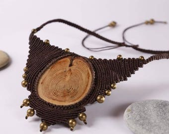 Bohemian necklace/Macrame necklace with pine saw cut