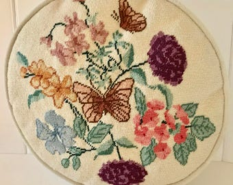 Vintage Needlepoint Throw Pillow. Vintage Floral Needlepoint Decorative Pillow. Vintage Floral Needlepoint Pillow. Decorative Pillow.