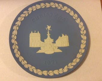 Wedgwood Blue and White Jasper Christmas Plate ©1971 Piccadilly Circus