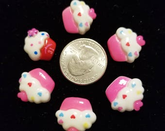 Resin Cute Yummy Cupcakes 6 Pieces for charms/earrings/necklaces/ hairbow/scrapbooking /crafts, etc.