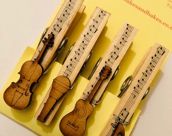 Magnetic pegs with wooden musical instruments