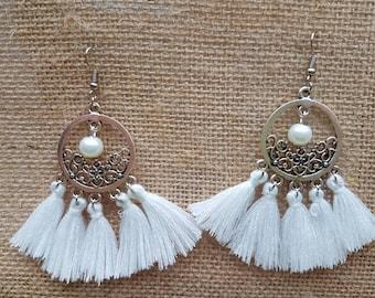 Dangle earrings with tassels