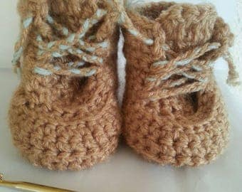 Handmade crochet baby shoes (end)