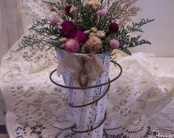 Country decorating,  dried flower art, rusty spring 3, primitive decor, cottage decor, farmhouse decor, vintage style