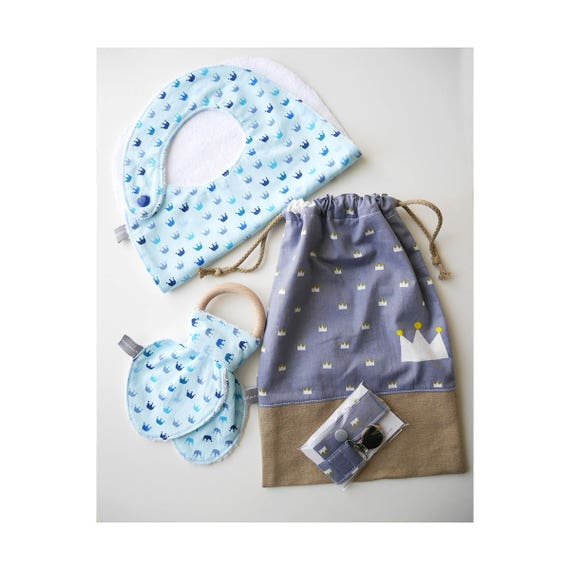 Baby gifts set - Customizable drawstring pouch + baby bib + Teether ring + Pacifier clip - blue - crowns - Baby shower