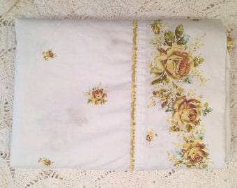 Vintage Full Flat Sheet with Yellow Gold Roses - Wondercale by Springmaid - Yellow Rose Floral on White - Full Flat - Gold Roses