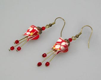 Origami jewelry, Fushia earrings, origami earrings in Japanese paper chiyogami red and white
