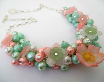 Pastel Pearl Beaded Necklace, Necklace with Flowers, Cluster Necklace, Chunky Necklace, Spring Jewelry, Pearl Necklace, Pink and Mint