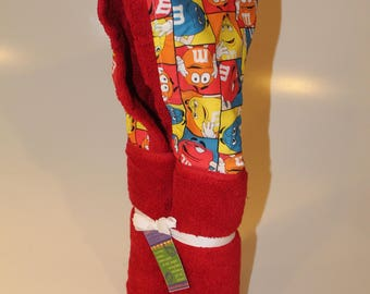 M&M red hooded towel