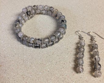 Black dragon vein agate memory wire bracelet and matching earrings- siver accent beads