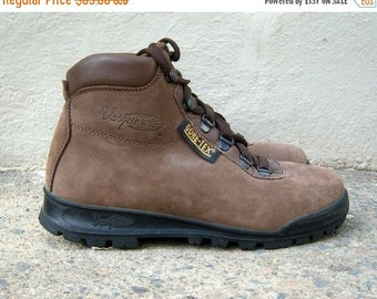 30% MOVING SALE SALE 90s hiking boots / Vasque, Goretex Italy leather nubuck suede chunky walking boots / Nbw womens 6.5 7