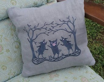 Fairy Tale Pillow  The Three Pigs   Linen Accent Pillow