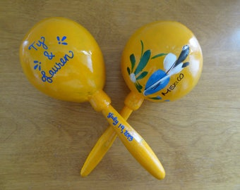 """Maracas custom (20 pieces) that say """"MEXICO"""" with your names for your fiesta wedding, shower"""