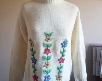 1950s/60s Embroidered Floral Pullover Cream Wool Sweater