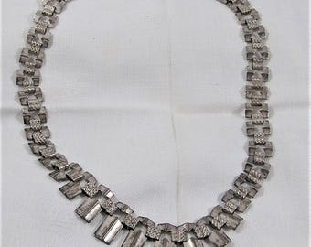 Vintage Cleopatra Style Silver Necklace with Graduated links. It's 17 Inches Long. Nice Classic Design that Looks Great Day or Evening.(D27)