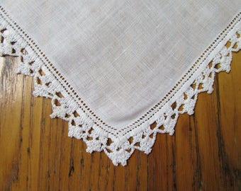 Vintage Handkerchief, White Crochet Edge, White Linen, Crochet Handkerchief, Crochet Edge Hanky, Vintage Style, 1940's, Vintage Wedding