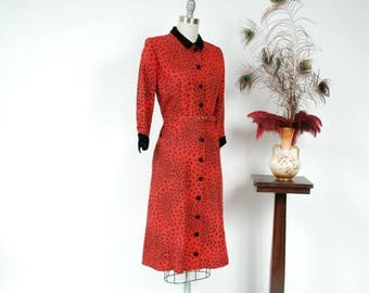 50% CLEARANCE Vintage 1950s Dress - Chic Red and Black Printed Tailored Day Dress in Faille with Velvet Dress