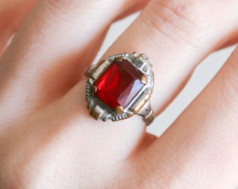 Worn Vintage Art Deco Red Glass Stone Ring