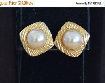 On sale Cute Vintage Faux Pearl, Gold tone Pierced Earrings (P7)