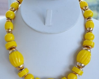 """On sale Pretty Vintage Bright Yellow Plastic Beaded Necklace, Gold tone, 17"""" (AG8)"""