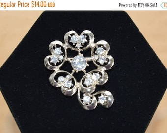 ON SALE Pretty Vintage Rhinestone Gold Tone Brooch