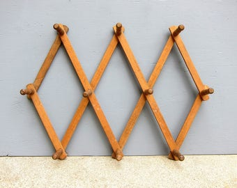 Vintage Wooden Accordian Peg Rack Coffee Mug or slip Hanger Wall Wood Hanging Organizer Modern Ranch Home Decor