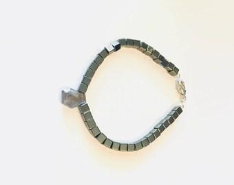 Labradorite and Metal Beaded Bracelet