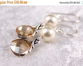 ON SALE Bridesmaid Jewelry Set of 7 Crystal and Pearl Earrings Savannah