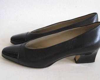 vintage 1970s Black Leather and Patent Pump by Etienne Aigner size 5M