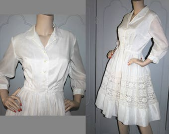 Vintage 60's White Shirt Dress with Lace Inset. Small.