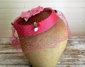 Vinatge Fascinator Hat With Veil, Pink Hat 1950s Floral Halo Hat With Blusher Veil, Hot Pink Hat, Vintage Glam Fascinator, Garden Party Hat