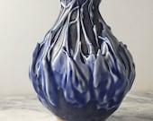 Stalagmite poterie bud vase goutte à goutte glissement texture fluide avec glaçure bleu, pot de centre de table petit navire art