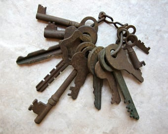 Ring of 13 Vintage Rusty Keys