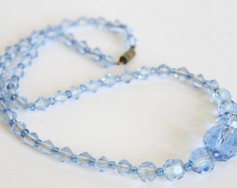 Vintage blue glass bead necklace. Light blue glass beads.  Vintage jewellery