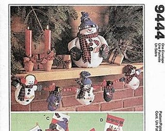 Centerpiece Snowman---Stockings, Ornaments and Garland Patterns M9444