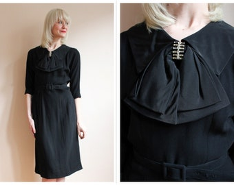 1950s Dress // Simple & Stylish Black Dress // vintage 50s dress