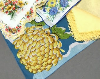 Lot of 4 Printed Hankies Yellow Blue Theme Mums Daisies Cotton Linen Scalloped Edge Lace Excellent Condition