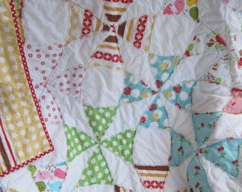 Vintage Look.........A Fray Edge Circle Quilt...Ready to Ship