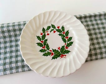 Scio Holly Wreath Plates. Vintage Christmas China. Holiday Plate Set. Replacement China. Tableware. Dinnerware. Cottage Chic Home Decor.