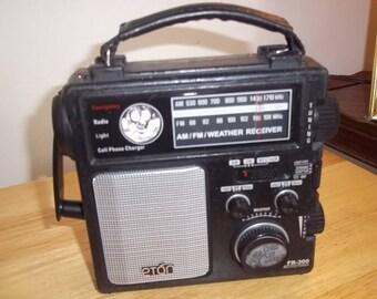 eton am/fm Weather Receiver w/ Radio, light, siren anf flash