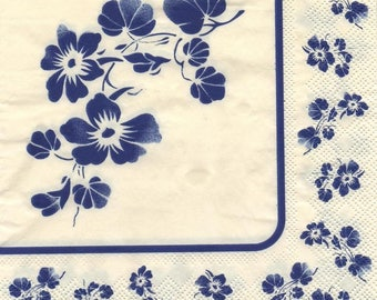 3183 - Set of 5 blue flower theme paper napkins
