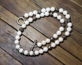 White agate Ball Gemstone and Rhinestones with Silver Rosebuds Necklace N1833