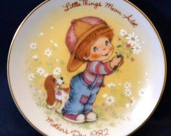 Vintage Avon Little Things Mean A Lot Mother's Day Plate, 1982