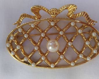Gold tone Vintage brooch Monet oval brooch Faux pearl brooch Vintage jewelry  brooch Signet  Monet brooch cross-linked