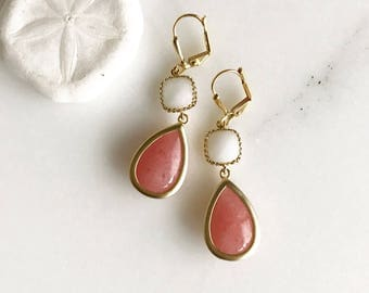 Bridesmaids Earrings in Coral Pink and White. Dangle Earrings. Drop Earrings. Bridesmaid Earrings. Drop Earrings. Gift. Wedding Jewelry.
