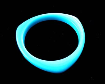 Lucite Bangle Bracelet Bright Blue Vintage Retro