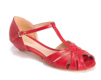 Red sandals / wedding day sandals / chic vegan sandals / beautiful low heel shoes / bridesmaid red sandals / comfortable