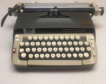 FREE SHIPPING!  Vintage Manual Smith Corona Typewriter