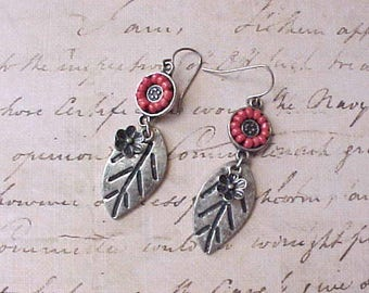 Pretty Bohemian Look Dangling Earrings with Little Flowers with Coral Colored Beads