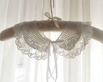 Victorian off white Lace velvet bow Cape peter pan collar Shabby Cottage Chic, maiden made with antique lace
